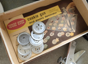 Old-fashioned Cookie Gun
